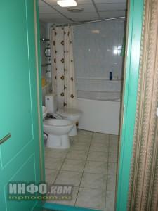 """Отель """"Лучёса"""". Номер Suite Double. Вход в ванную комнату"""