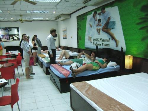 В Тайланд за матрасом. В офисе продаж матрасов