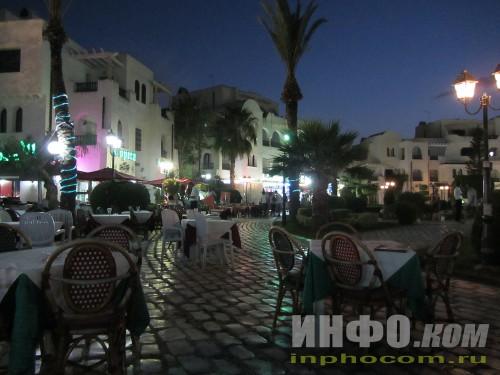 Обилие ресторанчиков в Порт-эль-Кантауи около фонтана