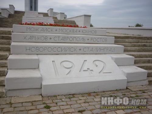 Саратов. Парк Победы. Памятник Журавли