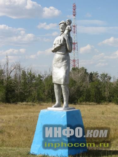 Статуя на въезде в Ивантеевку