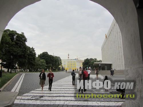 Вход в Кремль через Троицкие ворота
