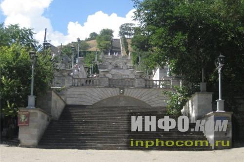 Митридатская лестница. Вид снизу